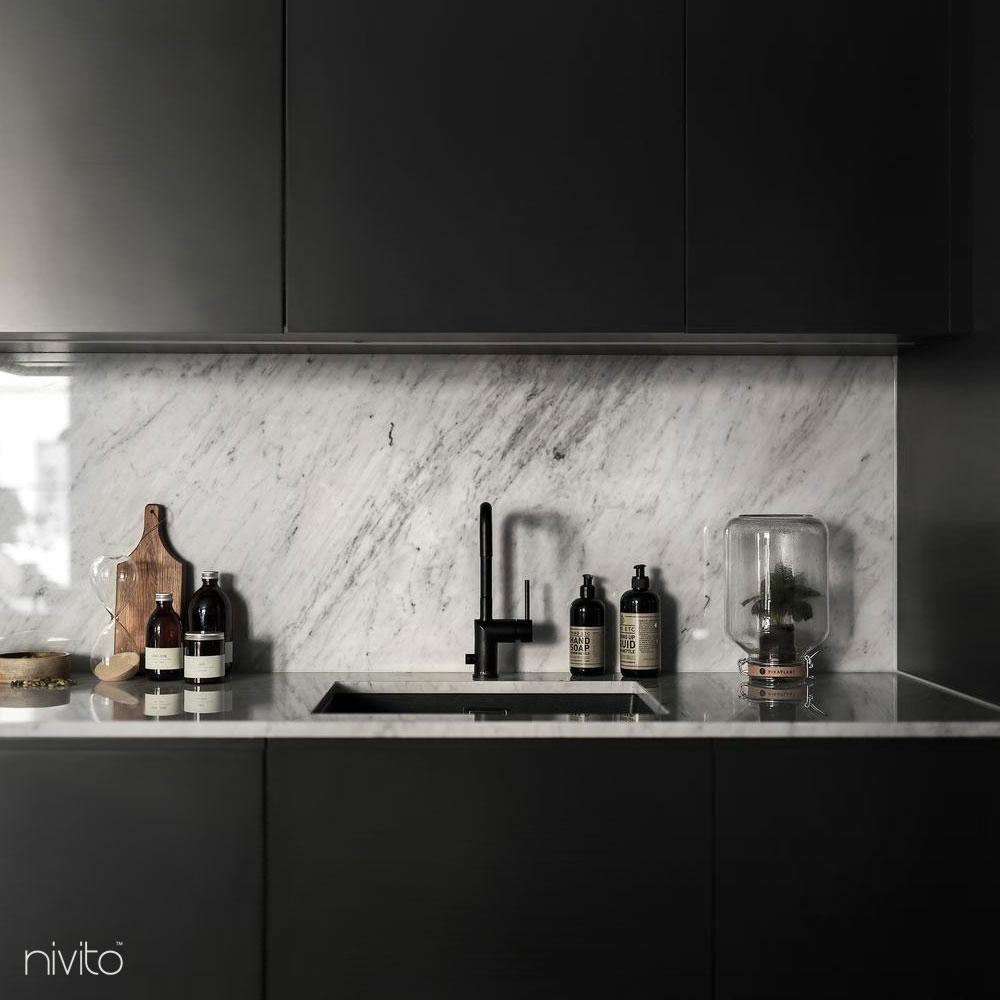 černá kuchyne vodovodný produkt