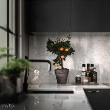černá kuchyne voda kohoutek
